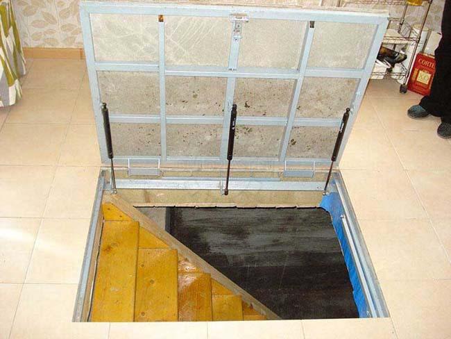 монтаж люка под плитку на полу
